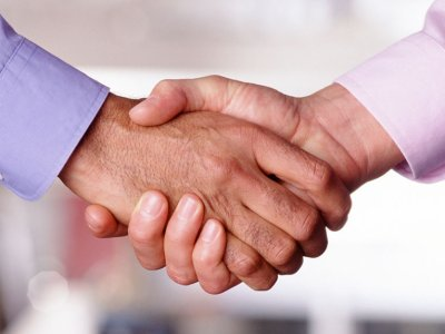 Shaking hands at the end of honest business